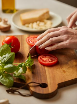 slicing tomatoes food photography